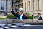 Secretary Kerry Acknowledges Pro-Ukraine Supporters Outside French Foreign Ministry
