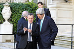 Secretary Kerry and Ukrainian Foreign Minister Deshchytsia Look at the Foreign Minister's Cell Phone