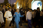 Secretary Clinton Visits the Shwedagon Pagoda