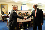Secretary Kerry Admires a Painting by a Colorado Artist