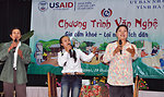 Residents in Vietnam's Tien Ngoai Commune, Duy Tien District, Ha Nam Province, discuss ways to prevent and control avian and pandemic influenza.