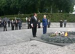 Secretary Clinton and Ukrainian Foreign Minister Visit Tomb of the Unknown Soldier
