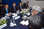 Secretary Kerry Admires Gift From Vietnamese Foreign Minister