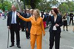 Secretary Clinton Greets Australians Along the Yarra River