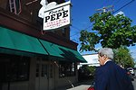 Secretary Kerry Enters Famous New Haven Pizza Shop