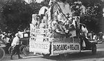 This historic image depicted a Floridian parade th