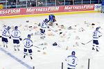 Falcons sweep hockey series