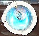 A 100W Osram Mercury-Xenon arc lamp in reflector. This lamp is used in UV adhesive curing systems. Deutsch:  Eine 100W Osram Quecksilber-Xenonlampe. Sie wird zur unter anderem zur UV-Licht-Härtung verwendet.