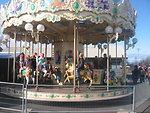 Українська:  Дитяча карусель в зоологічному саді, місто Рейк'явік, Ісландія Íslenska:  Hringekja í Húsdýra og fjölskyldugarðinum. Carousel horses in Reykjavik Zoo and Family Park, Icelan