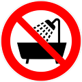 Deutsch:  Verbot, dieses Gerät in der Badewanne, Dusche oder über mit Wasser gefülltem Waschbecken zu betreiben, Verbotszeichen D-P025 nach DIN 4844-2. Prohibition symbol: do not use the device in a bathtub or shower or over a sink filled with water. P
