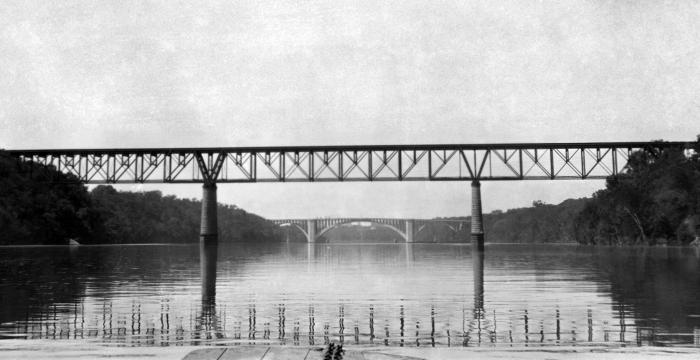A bridge over the Mississippi river