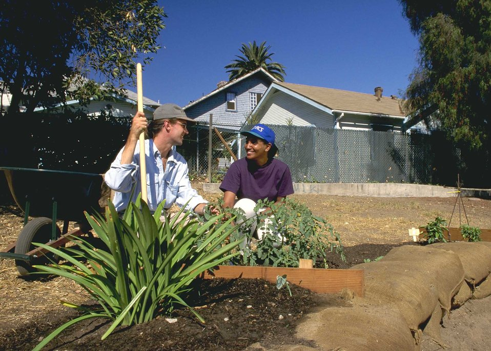 Chelsea Cochrane, NRCS, discusses the landscaping plan for a community garden in the Echo Park area of Los Angeles, CA.