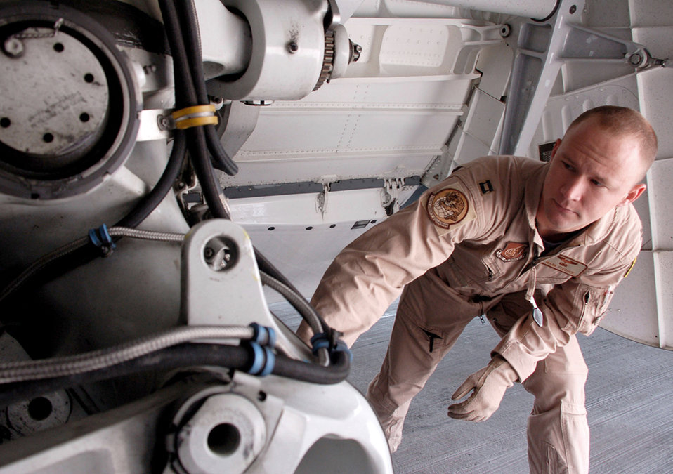 C-17 stage crew at Manas ramp up support for OEF
