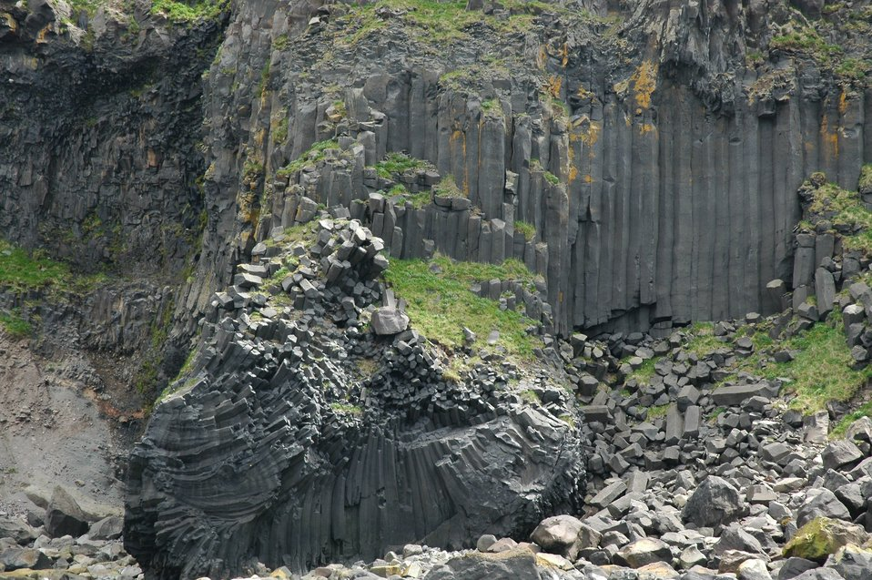 Spectacular outcropping of columnar basalt at Driftwood Bay
