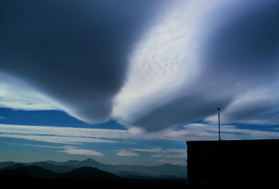 Elongated wave cloud