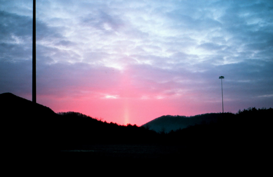 Sun pillar - most cases require ice crystals falling from cloud Falling ice crystals termed virga