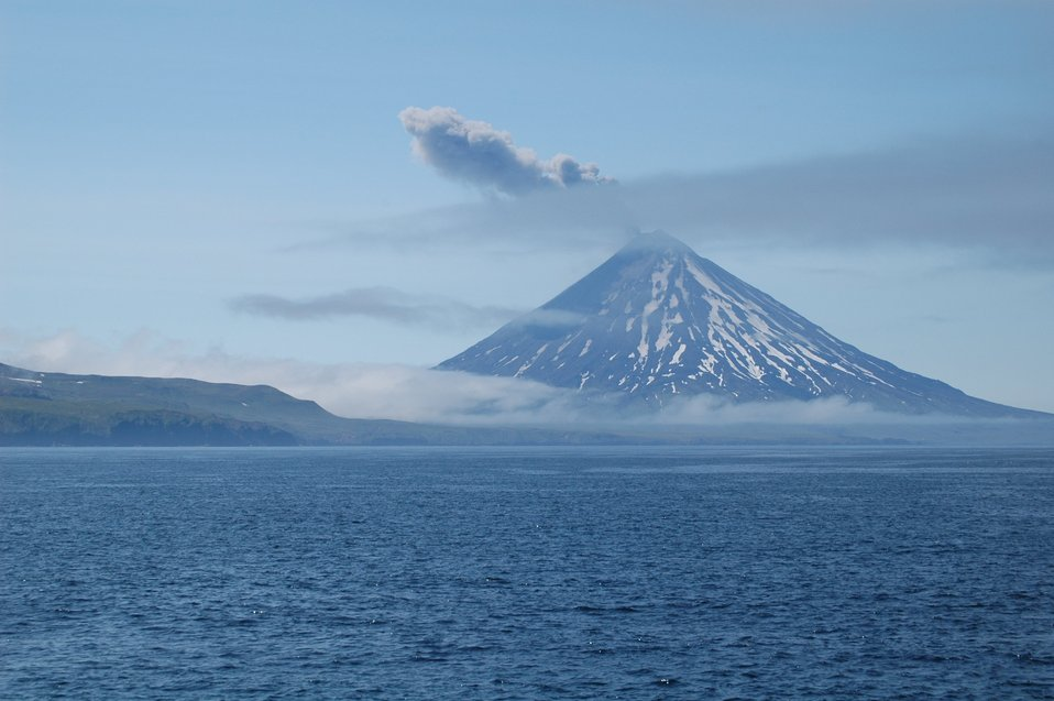 Mount Cleveland erupting ash