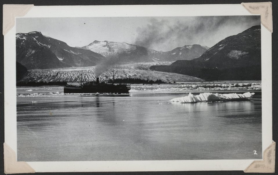 Tourist steamer at Norris Glacier.