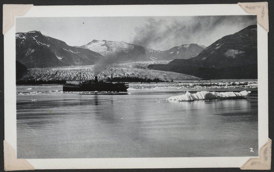 Tourist steamer at Norris Glacier.