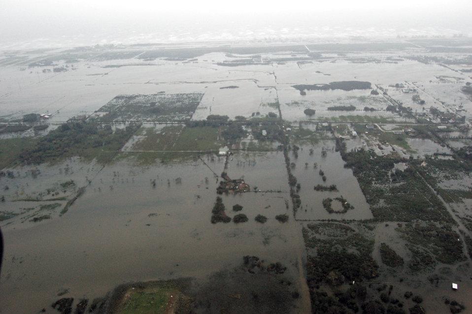 Airmen survey Ike damage