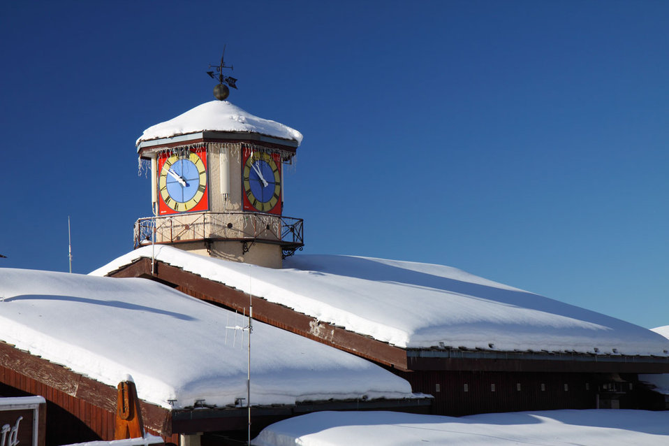Snow roof with clock