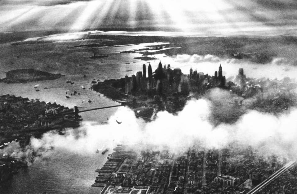 Sunset over New York City.  In: 'Flug Und Wolken', Manfred Curry, Verlag F. Bruckmann, Munchen, 1932.