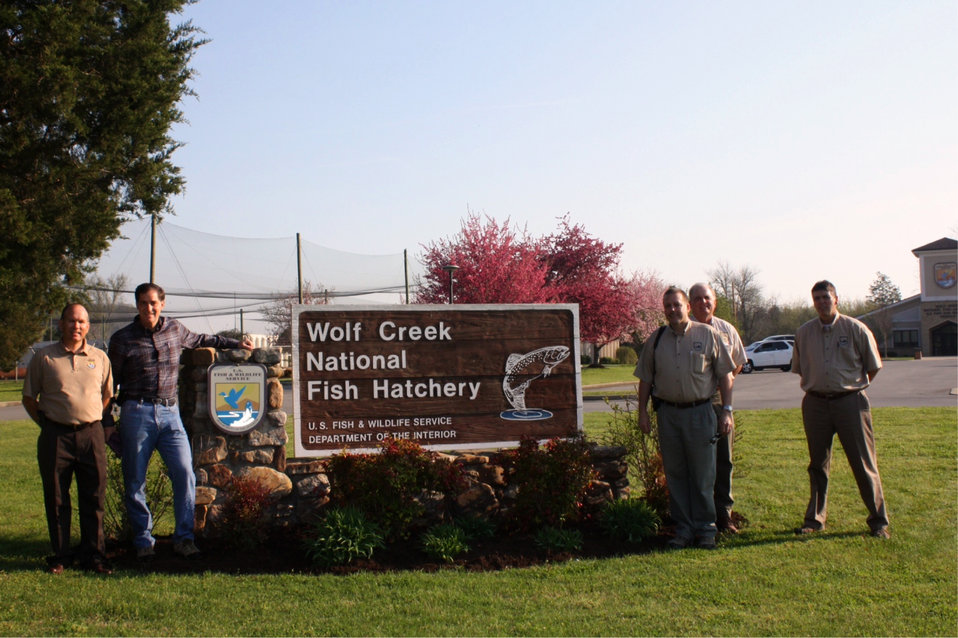 Dan Ashe visits Wolf Creek National Fish Hatchery
