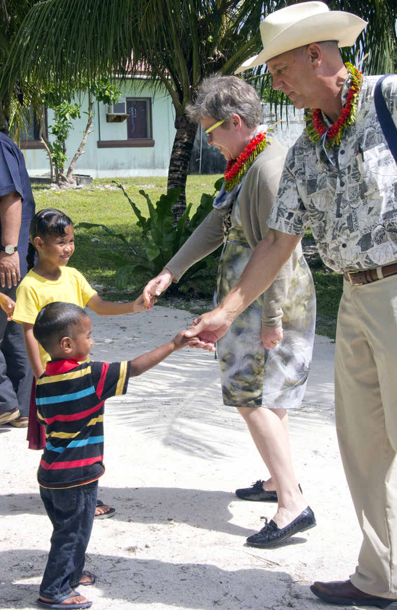 Under Secretary Gottemoeller and Ambassador Armbruster Greet Children on Kili Island
