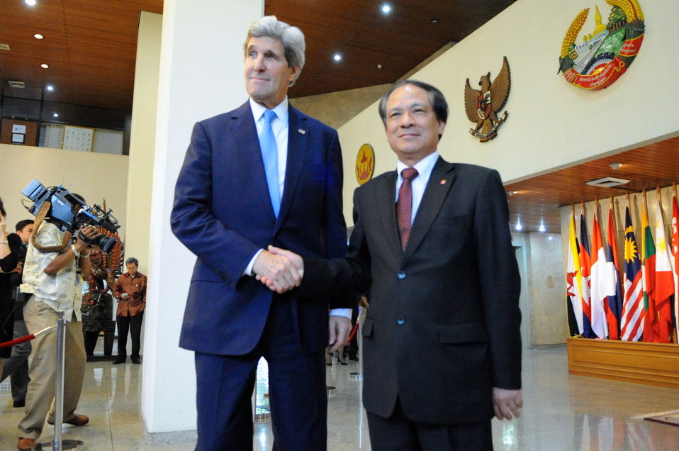 Secretary Kerry Shakes Hands With ASEAN Secretary-General Minh