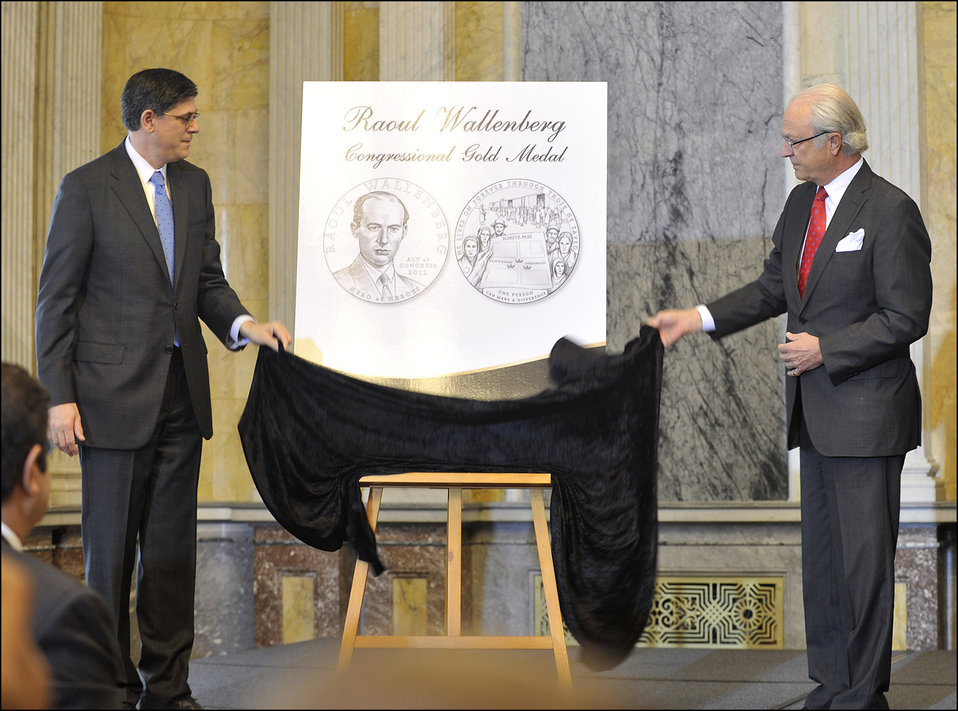 Secretary Lew participates in ceremony to unveil the Congressional Gold Medal honoring Raoull Wallenberg