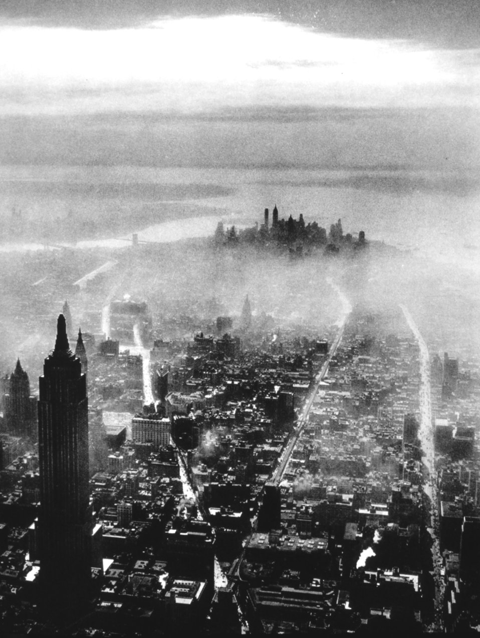 Early morning mist over New York City. Captain Alfred G. Buckham.  In: 'Flug Und Wolken', Verlag F. Bruckmann, Munchen, 1932.