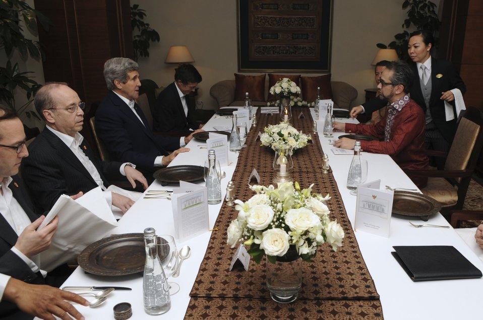 Secretary Kerry Meets Indonesian Foreign Minister Natalegawa in Jakarta
