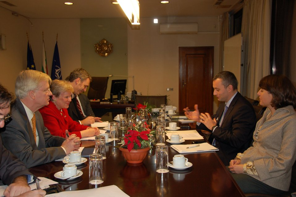 Assistant Secretary Gottemoeller Meets With Bulgarian Foreign Minister Mladenov