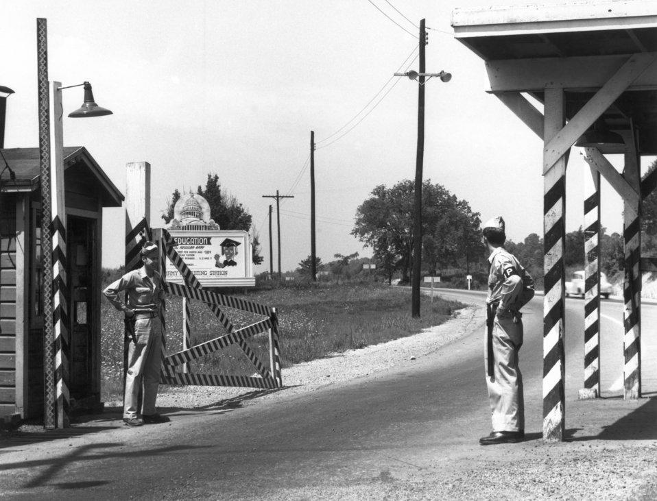 Solway Gate MPs on duty  Oak Ridge