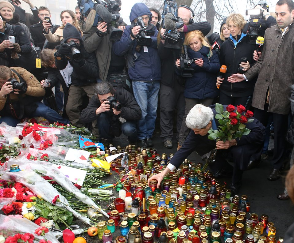 Secretary Kerry Places Roses Atop the Shrine of the Fallen in Kyiv