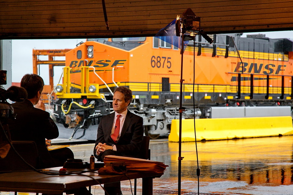 Secretary Geithner Visits BNSF Railway Dallas-Fort Worth, TX