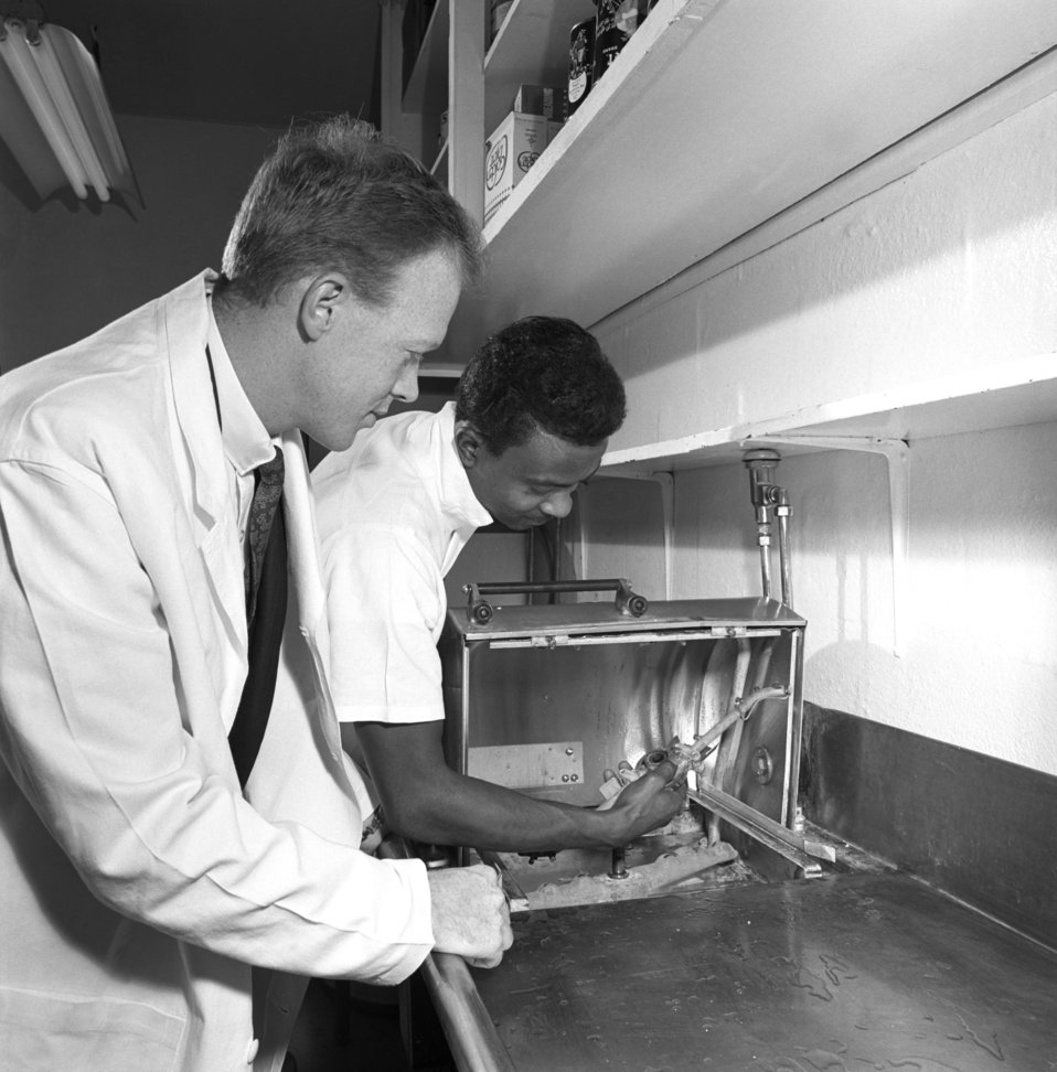 Dish Washers Oak Ridge 1968