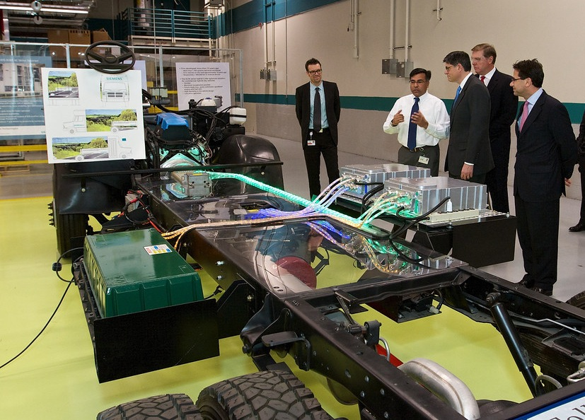 Secretary Lew tours Siemens' manufacturing plant