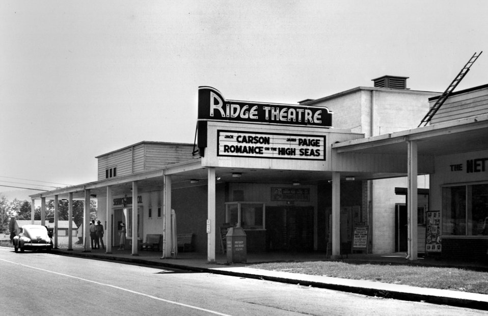 Ridge Theatre, Exterior Oak Ridge
