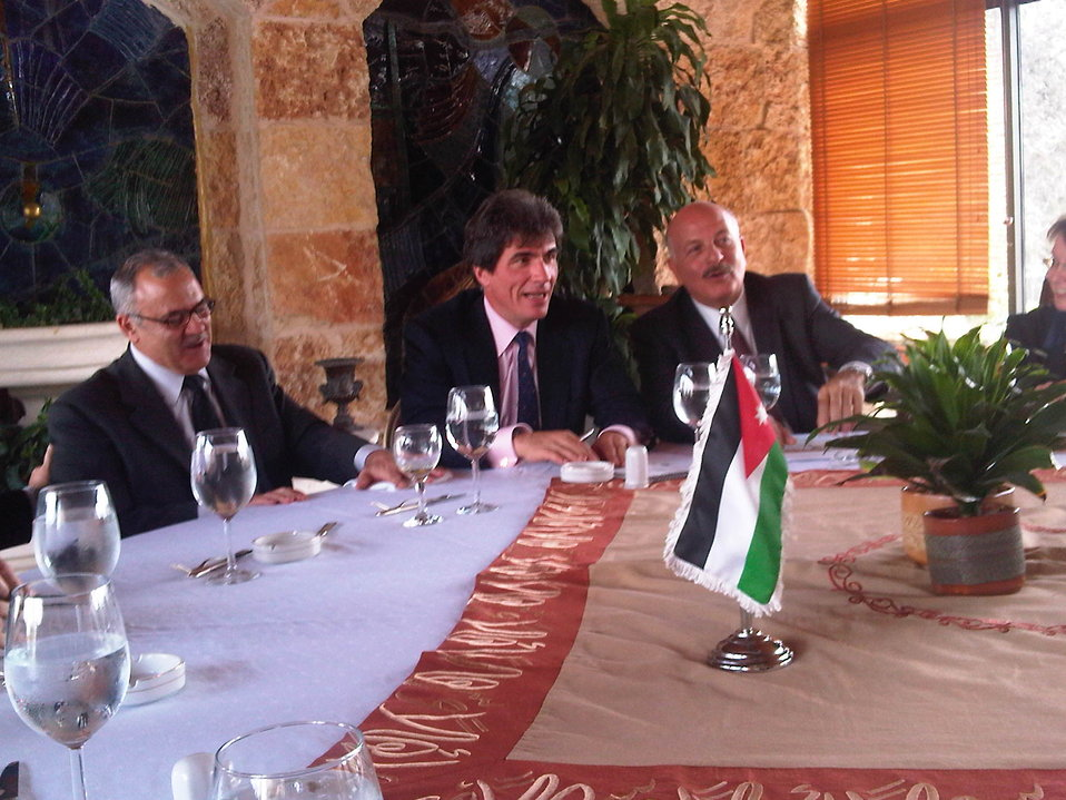 Assistant Secretary Fernandez Meets With AmCham Members in Jordan