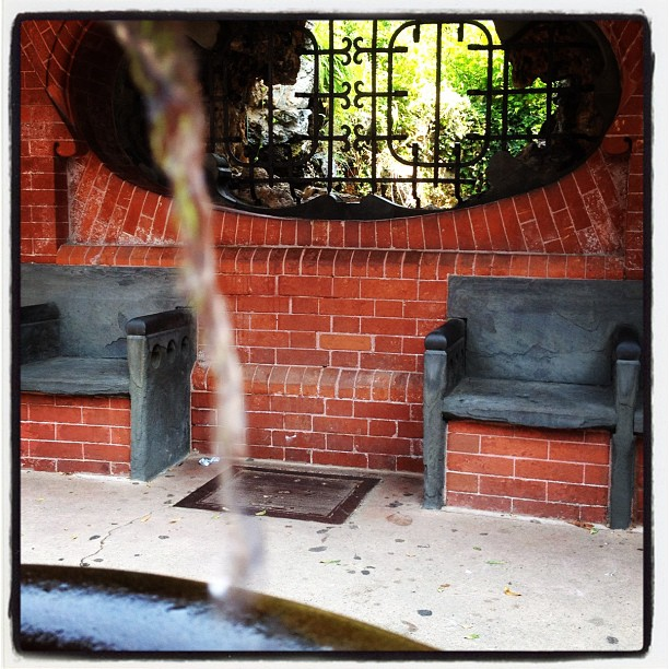 Hot in #dc? Cool off at the Olmsted Summerhouse and grotto on West Front of Capitol.