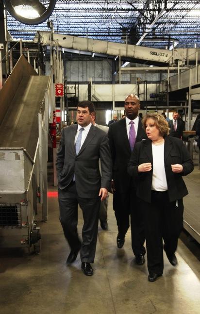 Deputy Secretary Neal Wolin visits UPS consolidation hub