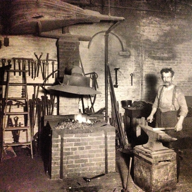 It's #Friday, end of another week at work in the Capitol. AOC blacksmith works in Capitol 1905: