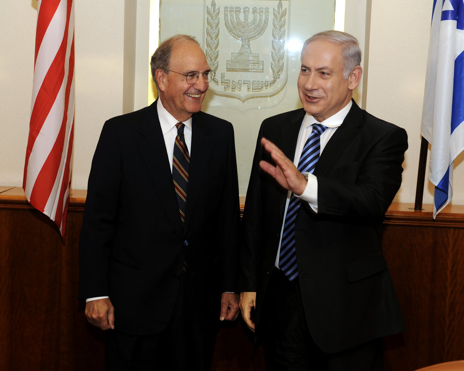 Israeli Prime Minister Netanyahu and Special Envoy Mitchell Pose for a Photo