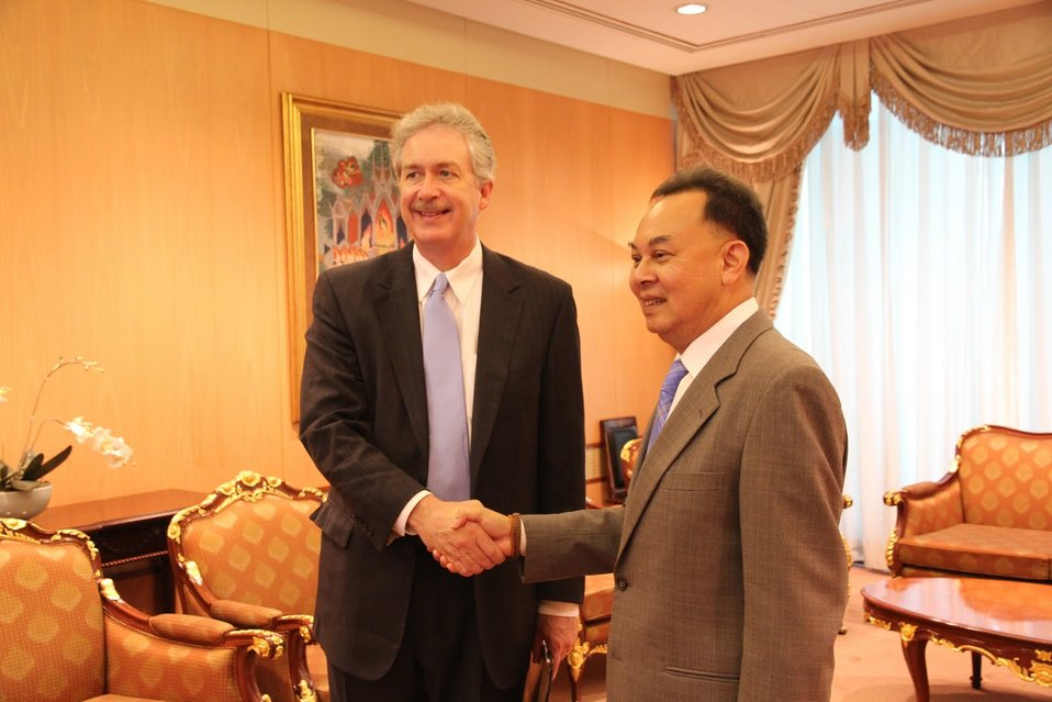 Under Secretary Burns Shakes Hands With Thai Foreign Minister Kasit Piromya
