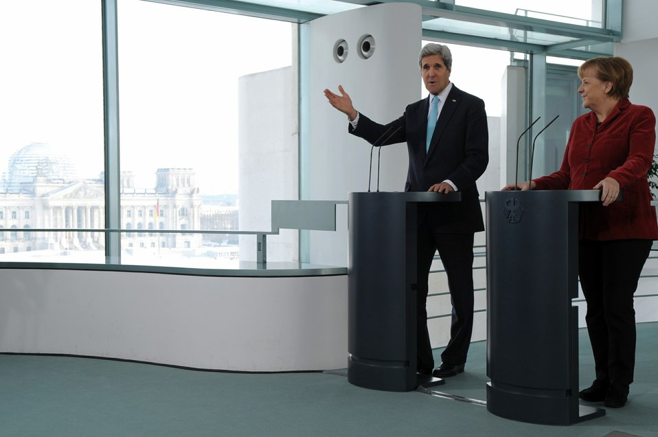 Secretary Kerry, Chancellor Merkel Address Reporters in Shadow of Reichstag