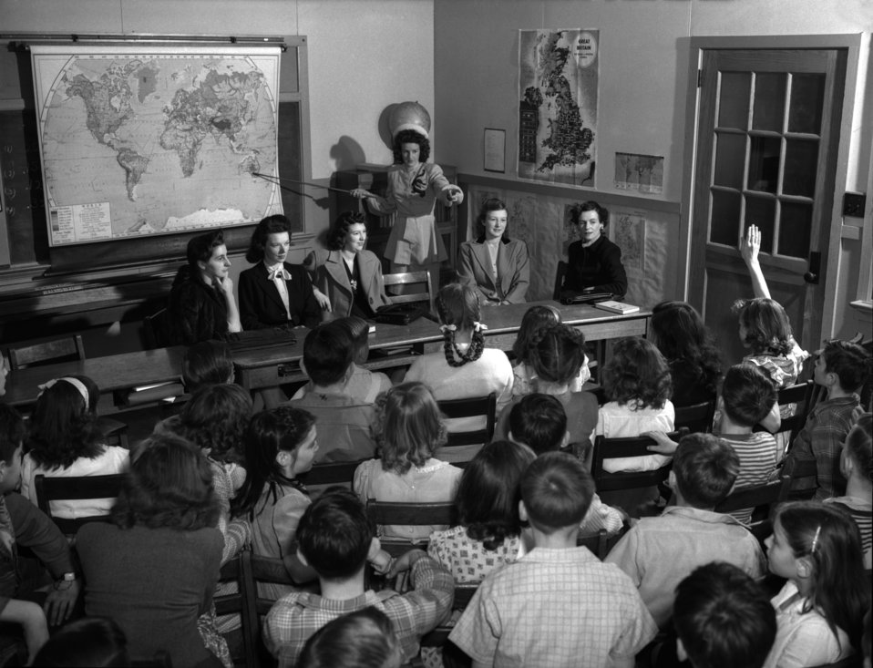 Linden School War Brides Answer Questions Oak Ridge