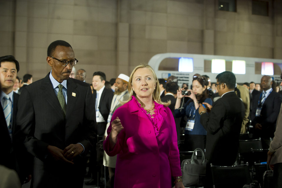 Secretary Clinton Walks With Rwandan President Kagame