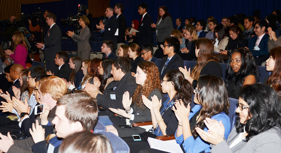 University Students Applaud Secretary Kerry