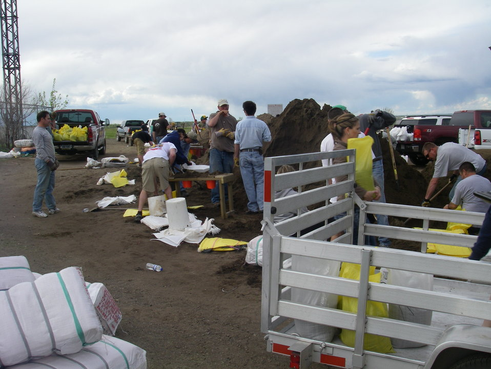 Volunteers Fill Sand Bags